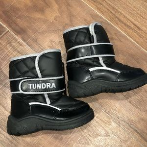 Snow Shoes (Black)  - Kids size 7. Brand: Tundra